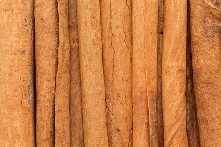 cinnamomum: Organic Cinnamon sticks (Cinnamomum verum). Macro close up background texture. Top view.