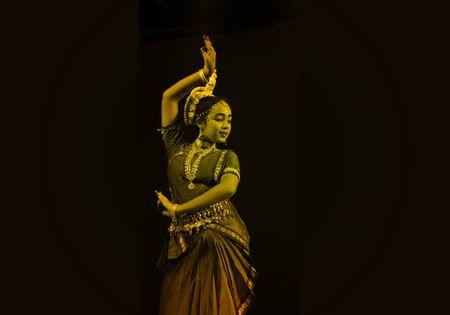 indian classical dance: Dance Posture