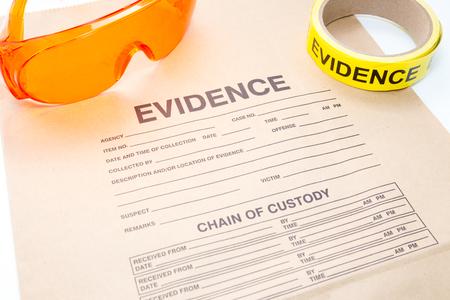 bolsa de pruebas con la herramienta forense para la investigación de la escena del crimen Foto de archivo