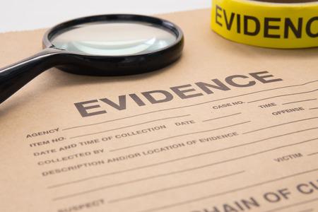 虫眼鏡と犯罪捜査のための証拠袋 写真素材