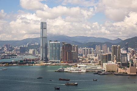 Hong Kong S.A.R.,China - September 22, 2017: ICC - International Commerce Centre  and Ocean terminal at Victoria harbour,Tsim sha tsui, kowloon.Tsim sha tsui is  a major tourist hub in metropolitan Hong Kong Foto de archivo
