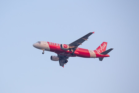 BANGKOK, THAILAND - December 20, 2017: HS-ABL Airbus A320-216 of Thai Air Asia  approach landing by Instrument Landing System or ILS navigation to runway 03L Don Mueang International Airport Thailand. Imagens - 98326791
