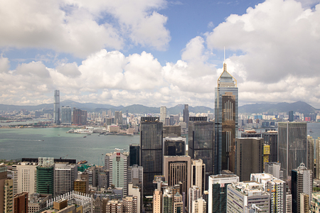 Hong Kong,China - September 22, 2017: Aerial view Central Plaza skyscraper and Wan Chai district with victoria harbour and kowloon background.Wan Chai is one of the busiest commercial areas in Hong Kong. Imagens - 98326805