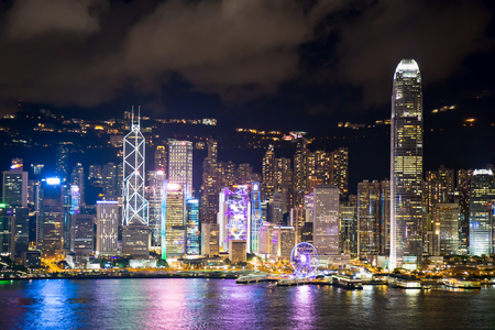 Hong Kong S.A.R., China - july 14, 2017. Hong Kong landmark and Victoria harbour night scene from Kowloon. Hong Kong as a special administrative region of the People's Republic of China Imagens - 98326837
