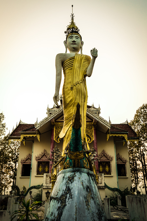 Wat Phra That Doi Kham Mu It is a temples popular to pay homage to a lot of beautiful scenic Mae Hong Son, Thailand.Wat Prathat Doi Kong Mu