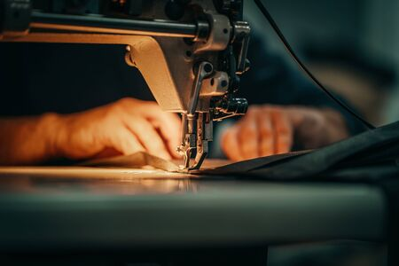 Sewing machine and mens hands of a tailor Standard-Bild