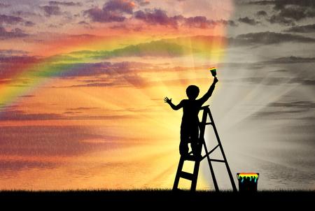 Il bambino dipinge il paesaggio marino con un arcobaleno anziché l'immagine grigia Archivio Fotografico