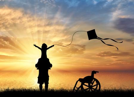 niños discapacitados: niño con discapacidad feliz en los hombros de papá jugando con la cometa y la silla de ruedas cerca de la puesta del sol del mar. Concepto de los niños con discapacidad