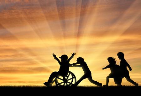 Gelukkige jongen in rolstoel het spelen met kinderen zonsondergang. Concept gelukkig kind uitgeschakeld