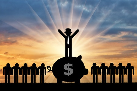 Concept of economic inequality. Rich man standing on a big piggy Bank with money next to ordinary people Imagens