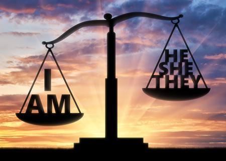 自己中心的で利己主義者の概念。正義のスケール上の単語は利己主義の概念を表示する重み付け 写真素材