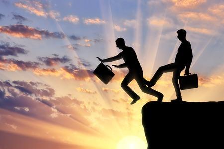 Der Geschäftsmann stolpert am Bein eines anderen Geschäftsmannes und fällt in den Abgrund. Das Konzept von Risiko und Rivalität in der Wirtschaft