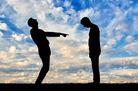 Ein Mann lacht über einen Mann und zeigt mit dem Finger auf ihn. Das Konzept der Schande und Schande