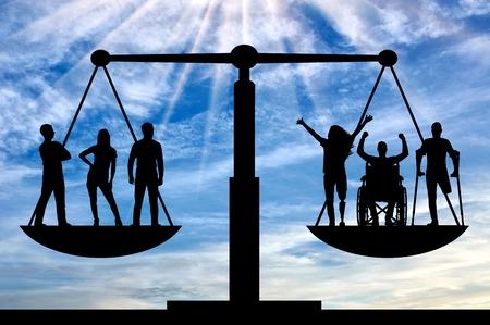 Mensen met een handicap hebben gelijke rechten op het evenwicht met gezonde mensen. Concept sociale gelijkheid van gehandicapte mensen in de maatschappij Stockfoto
