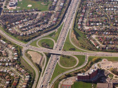 cruce de caminos: Autopista intersecci�n nudo  Foto de archivo