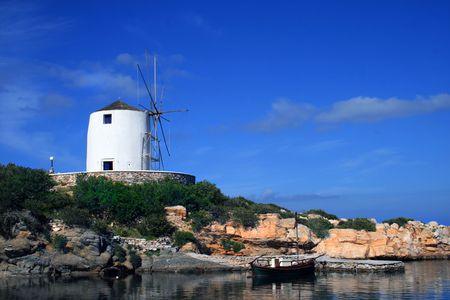 cycladic: Whitewahsed Cicladi tradizionale mulino a vento - Paros, Grecia