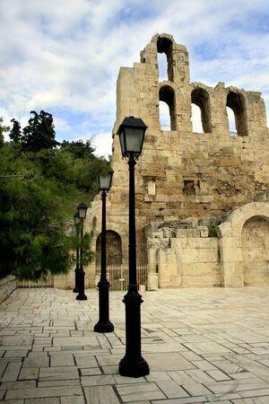 teatro antico: Atene, Grecia - Vista l'ingresso al teatro antico di Herodus Attico