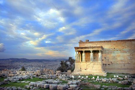 sculpted: Athens, Griekenland - caryatiden, gebeeldhouwd vrouwen figuren, gebruikt als kolommen te houden deel van het dak van de erechtheum. Gelegen aan de Noord zijde van de Akropolis.