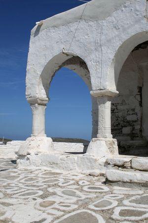 cycladic: Architettonica dettaglio di un greco bizantino Chiesa ortodossa in stile tradizionale delle Cicladi. Isola di Paros, Grecia.