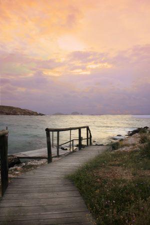 Una de las muchas playas populares de la isla de Paros, Grecia