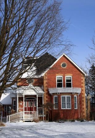 Canad�, invierno de escena una casa victoriana en la nieve