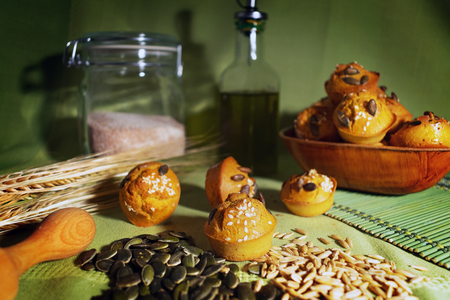 Freshly baked corn wheat muffin with pumpkin and sunflower seeds. 免版税图像