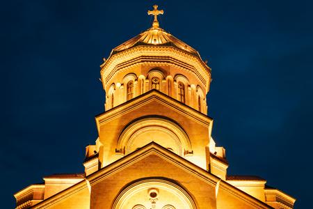 Georgia, Tbilisi - 05.02.2019. - Holy Trinity Sameba othodox cathedral. Night view - closeup 新闻类图片