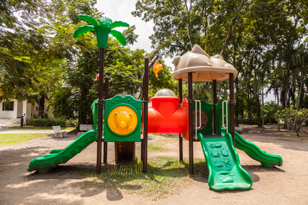 niños en recreo: Colorful playground  in the park.