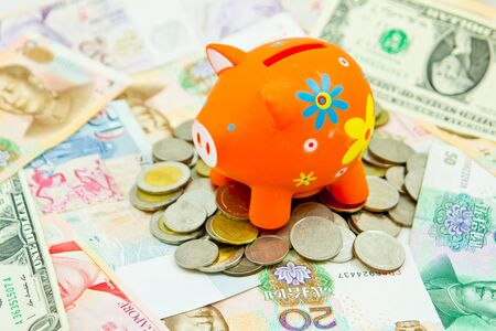 piggy bank with coins and notes Stock Photo - 13093687