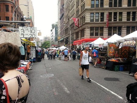 New York, New York - August 23 2014. Flea market in the streets of Union Square Manhattan in a Summer day. Editoriali