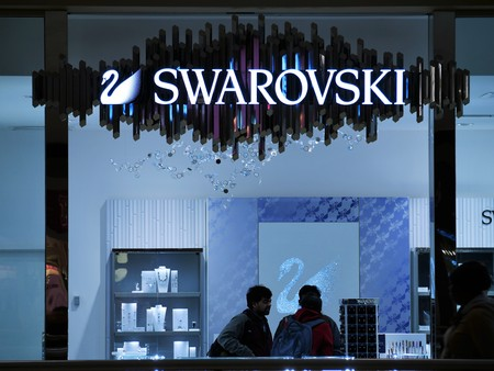 bijoux: Jersey City - March 30 2017. Swarovski store front inside a mall.