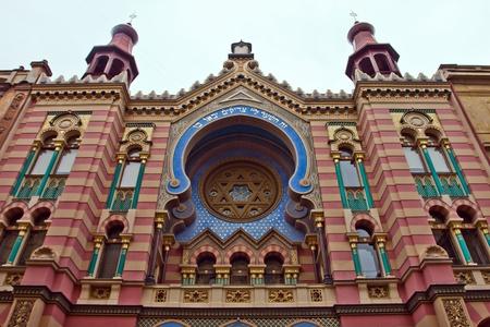 Kleurrijke Gevel van het Jubeljaar synagoge in Praag, Tsjechië