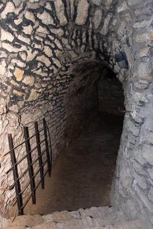 Dark entrenace naar kerker ondergrondse