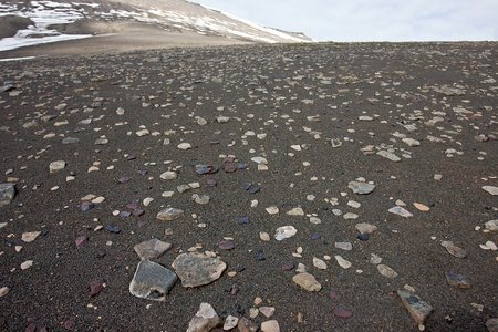reigns: Sandy Surface Covered by Little Stones in Tundra in the Svalbard Archipelago in the Arctic. Cold and Wet Weather Reigns There Even in the Summer. Stock Photo