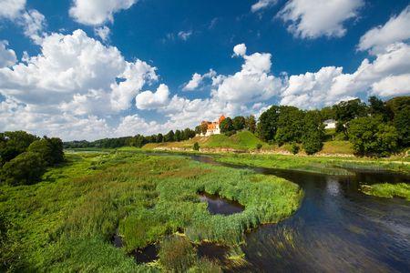 라트비아에서 성 Bauska의 전경
