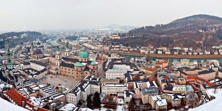 겨울에 잘츠부르크 도시의 파노라마보기 스톡 콘텐츠