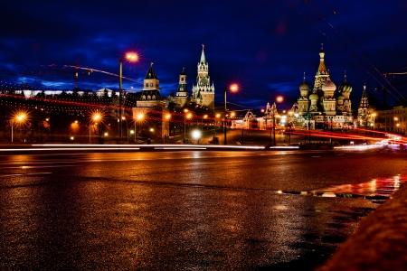 Kreml und Basilius-Kathedrale Nachtansicht in Moskau, Russland Standard-Bild