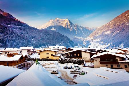 Panorama Blick auf Mayrhofen Wintersportort in Österreich