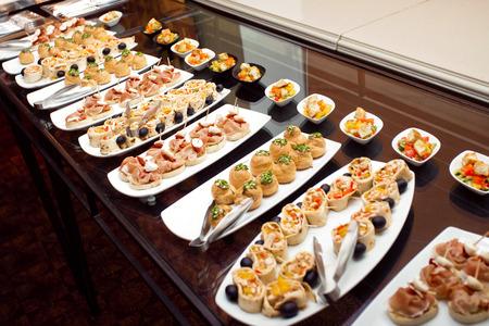 Buffet in einem Hotel, kontinentales Frühstück