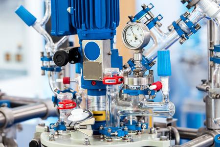 파일럿 플랜트의 기본 유리 반응기 시스템 스톡 콘텐츠