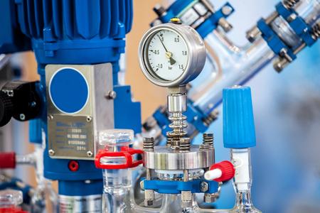 Grundglasreaktorsystem für Pilotanlagen, chemischen Prozess Standard-Bild - 44704344