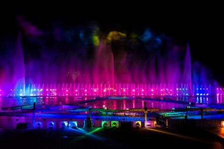 """Laser und Feuerwerk am Internationalen Festival """"Circle of Light"""" in Moskau, Russland"""