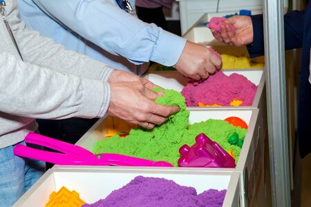 cinetico: Kinetic sand demonstrating of different colors