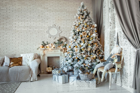 decorated christmas tree: Christmas and New Year decorated interior room with presents and New year tree