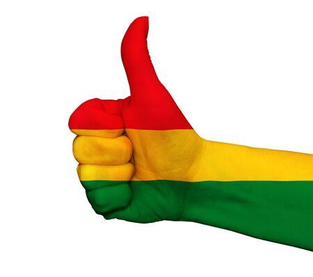 bandera de bolivia: Mano con el pulgar arriba pintado en colores de la bandera de Bolivia aislado en el fondo blanco