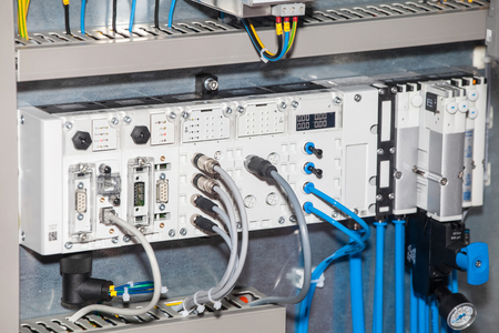 공정 제어 및 공장 자동화 솔루션을위한 공압 및 전자 기계 시스템, 구성 요소 및 제어 장치