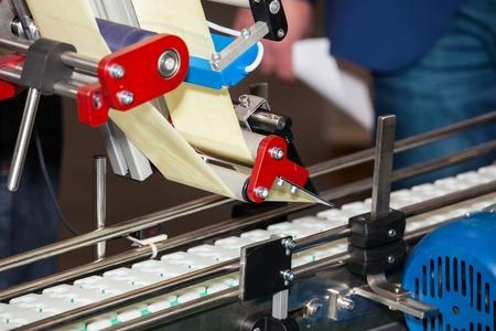 Machine d'étiquetage des produits dans l'industrie alimentaire