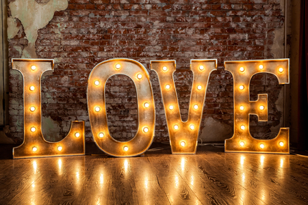 Signe d'amour lumineux Banque d'images - 77512318