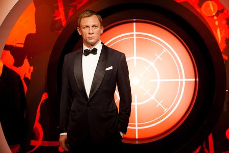 Amsterdam, Países Bajos - Marzo de 2017: figura de cera de Daniel Craig como agente de James Bond 007 en el museo de cera Madame Tussauds en Amsterdam, Países Bajos
