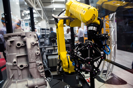 Robot arm with MetraSCAN 3D optical CMM scanning system on Messe fair in Hannover, Germany Editöryel